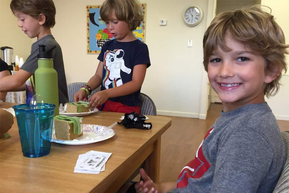 Kids Eating Cakes