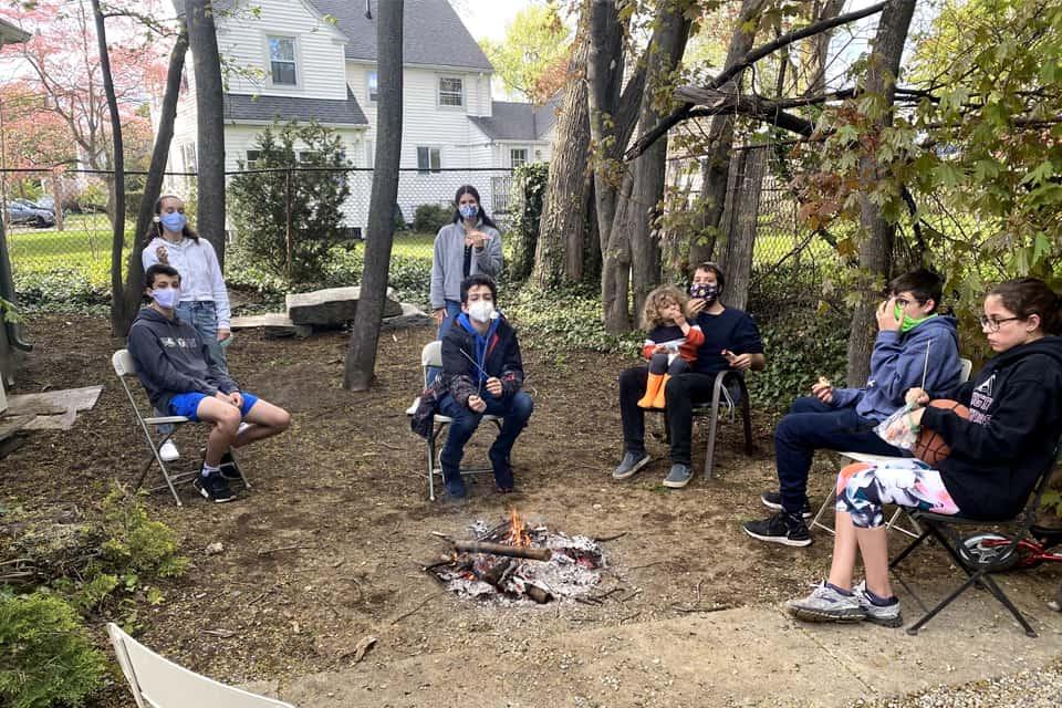 Kids Eating marshmallow